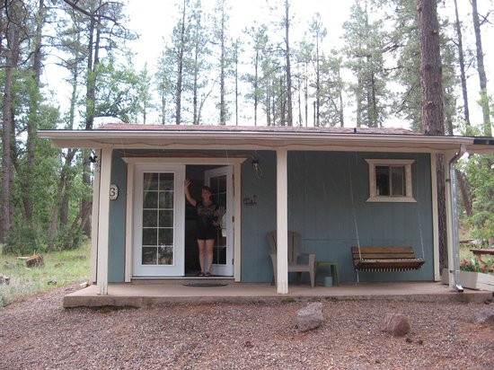 Mountain Meadows Cabins: Sweetheart cabin #6