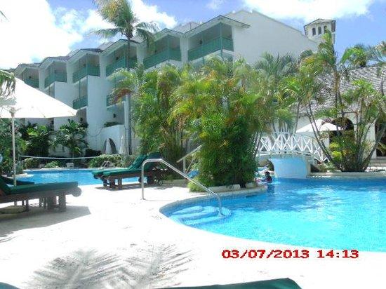 Mango Bay All Inclusive : piscina do hotel
