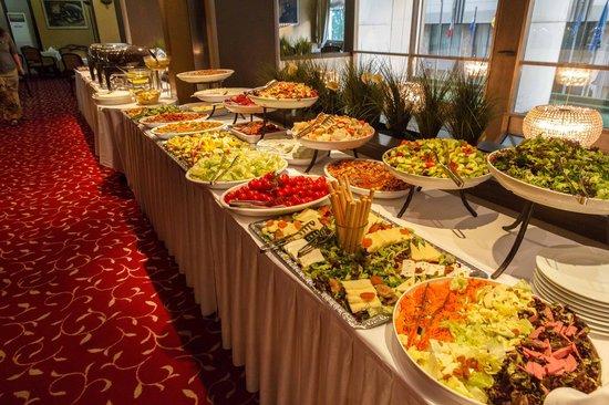 Kaya Prestige: Nice spread for dinner