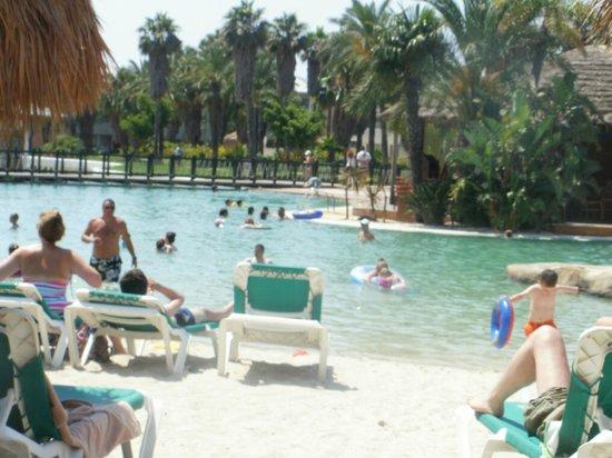 PortAventura Hotel Caribe: The fab pool