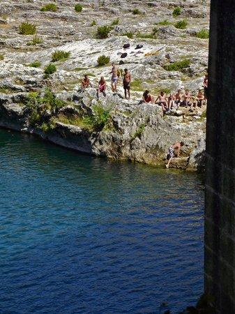 Maison de Martin : swimming at Pont du Gard