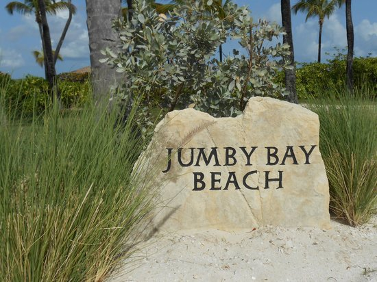 Jumby Bay, A Rosewood Resort: To the beach