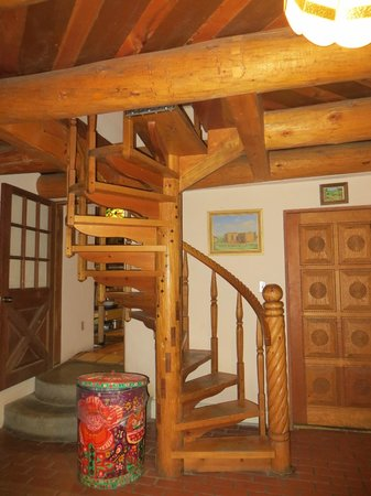 La Dona Luz Inn, An Historic Bed & Breakfast: Inside stairs to our room