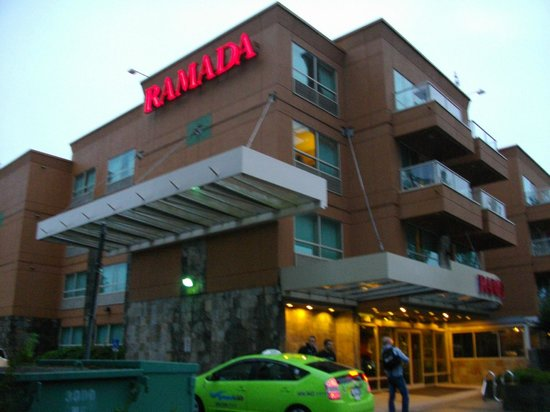Ramada Limited Vancouver Airport: 外観