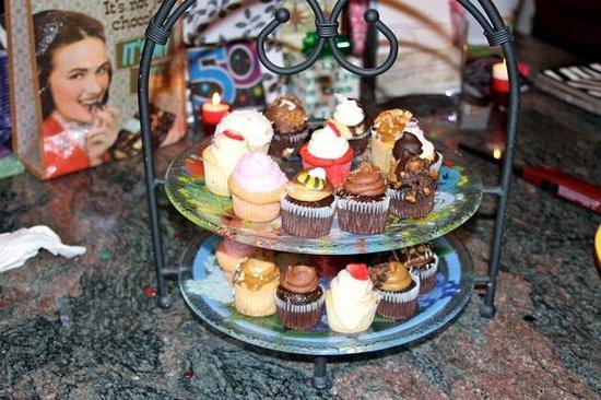 Elizabethan Desserts: Yummy cupcakes!