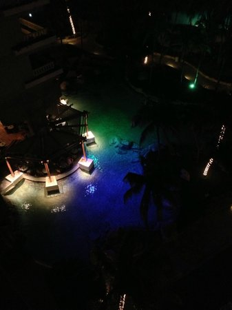 Princess Mundo Imperial: Night view of pool from 10th floor balcony