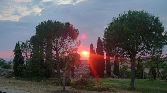 Malavilla: Having dinner outside watching the sun set