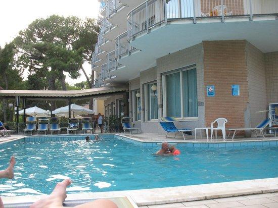 Piscina foto di hotel san giorgio milano marittima - Piscina san giorgio jonico ...