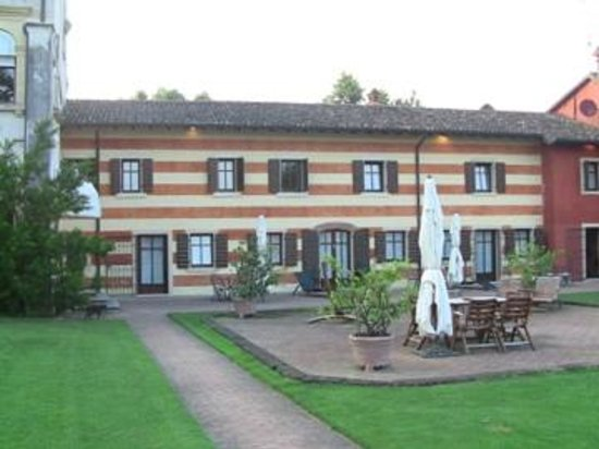 Musella Winery & Relais: A part of the courtyard