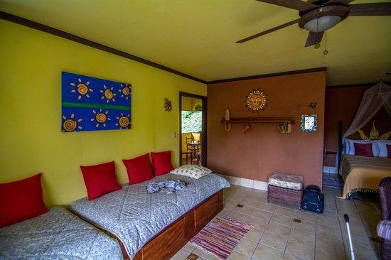 Lucky Bug B & B: Sun Suite main room