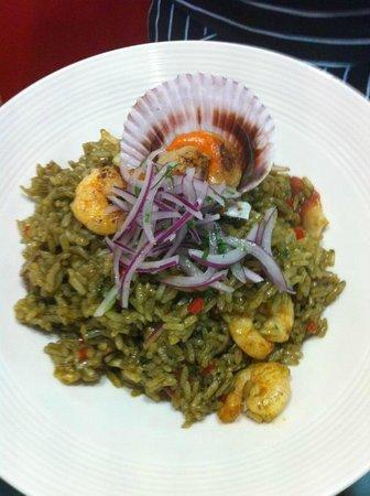 Dal Cuore: Arroz de mariscos salteados al cilantro (camarón, pulpo y machas)