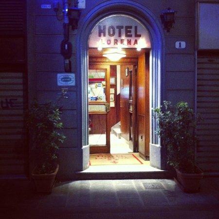 هوتل لورينا: Hotel's entrance