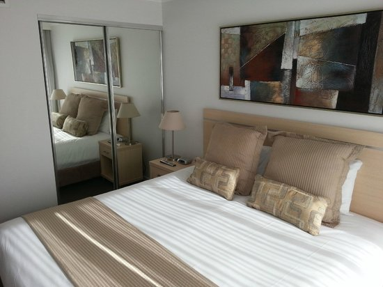 Oaks Lexicon Apartments: Bedroom