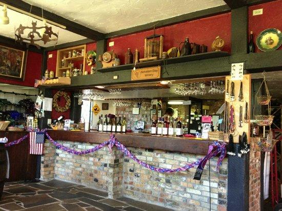 Nehalem Bay Winery: Tasting room