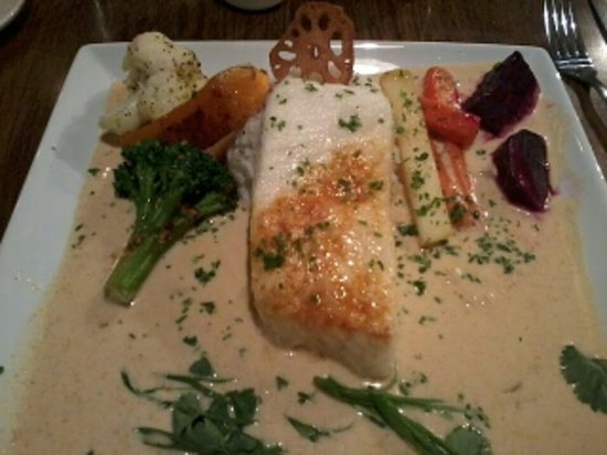 Vernon, Kanada: Baked halibut in mild Thai curry! yum!