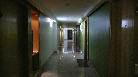 Hallway on 13th floor picture of royal rio palace hotel for 13th floor in hotels history