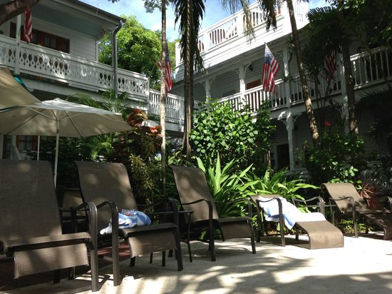 Key West Harbor Inn: View from the pool