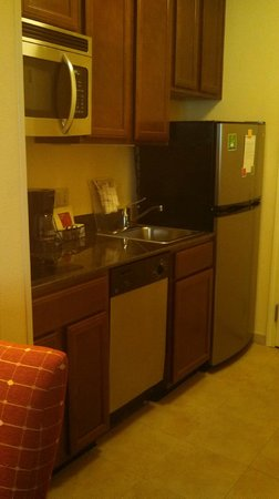 TownePlace Suites San Antonio Airport : Great little kitchen!