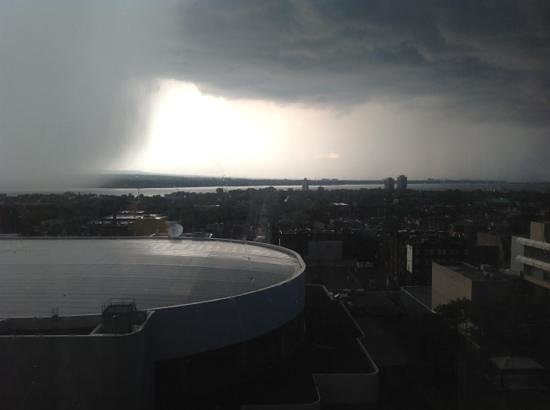 Sheraton Hamilton Hotel: Our awesome lake view as the storm rolls in