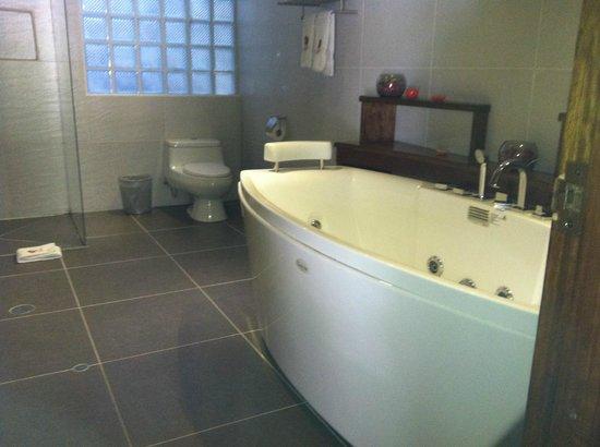 Hotel La Cabana Machu Picchu: Bathroom
