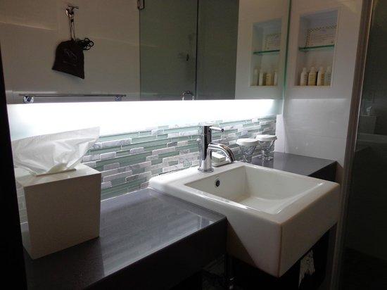 The Palms Hotel & Spa: Banheiro do apto