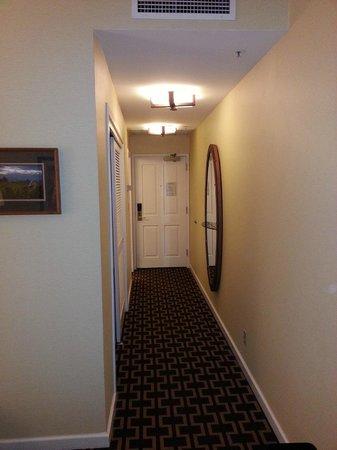 Hotel Vintage Portland - a Kimpton Hotel: Wall way in room 407