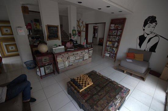 Lion Hostel & Pub : The Main Lobby/reading room.