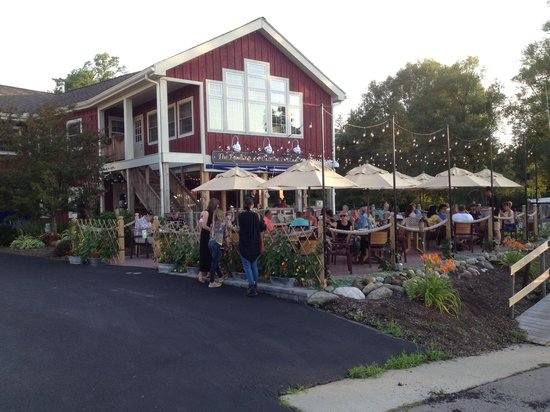 Pultneyville Grill: The outside dining patio