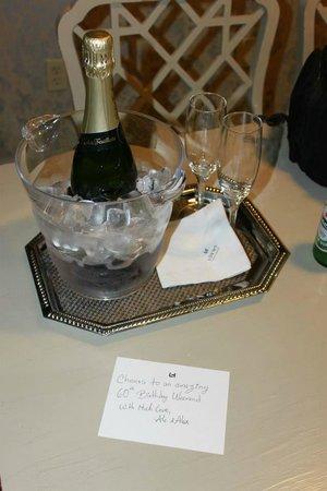 The Madison Washington DC, A Hilton Hotel: Champagne