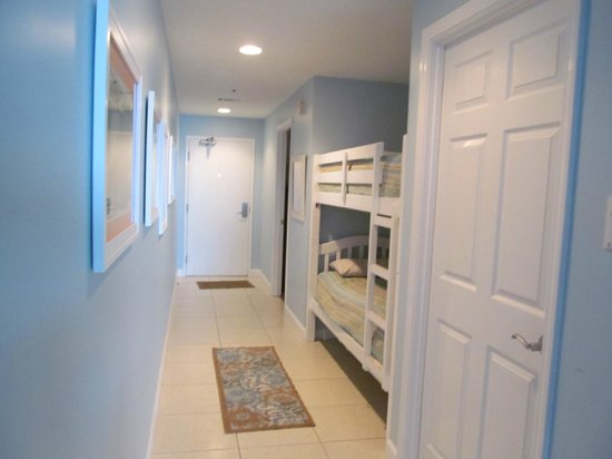 Splash Resort Condominiums: Hallway with bunks.