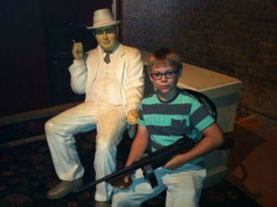 Gangster Museum of America : Posing with Al Capone