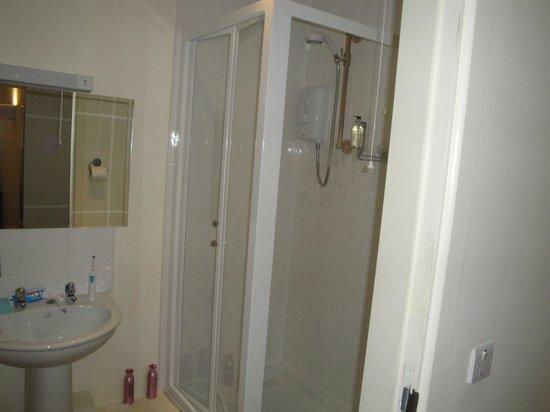 Bootham Gardens Guesthouse: Bathroom