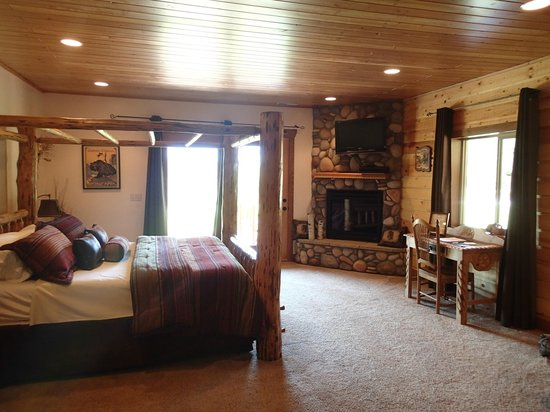 The Great Bear Inn: beautifully appointed Great Bear Grande room