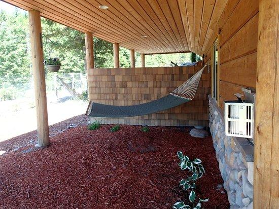 The Great Bear Inn: Our own hammock!