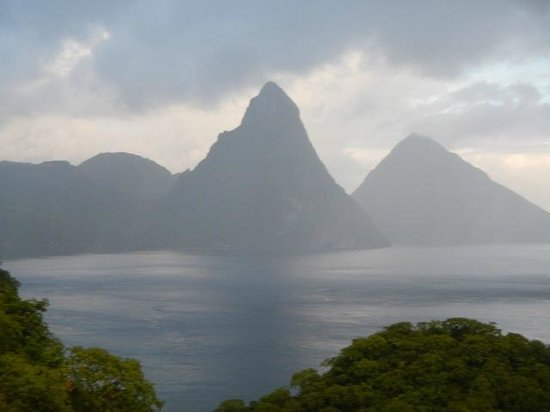 Jade Mountain Resort: passing storm..