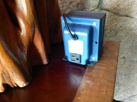 Jade Mountain Resort: Voltage transformer/converter provided.  Thanks!