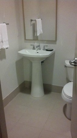 The Westin Houston Memorial City: Second bathroom
