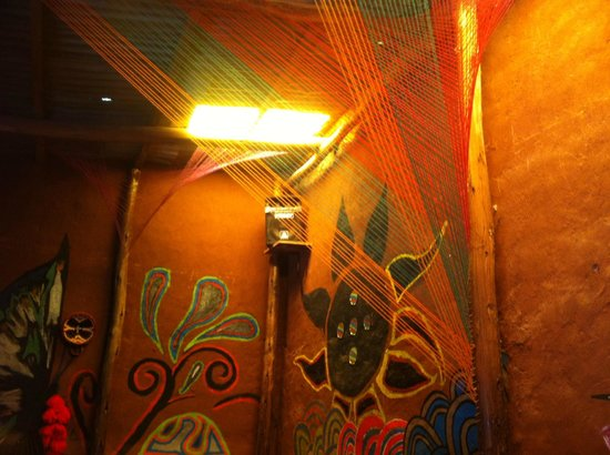 Valentina´s Coffee Restaurant: Artistic decor