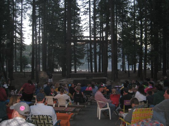 Pinecrest Lake Resort: Getting ready for the outdoor amphitheater screen to come down.