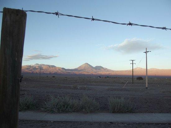 Hostal Millantu: vista desde el hostal con los volcanes