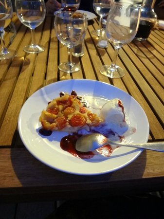 A Travers Champs : Christelle delicious cherry tart dessert