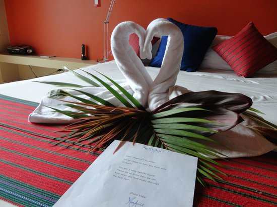 Xandari Resort & Spa: Welcome note on our bed!