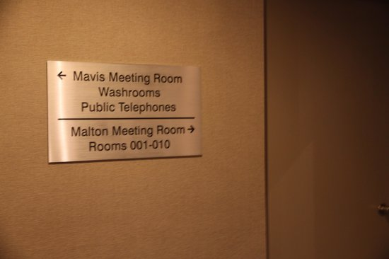 Hilton Toronto Airport & Suites: Information on finding room