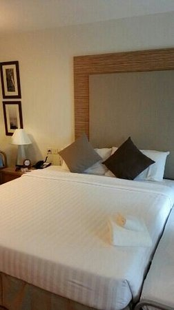 Classic Kameo Hotel & Serviced Apartments, Rayong: king size bed