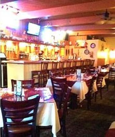 Pueblo Viejo Grill: Full bar and seating area