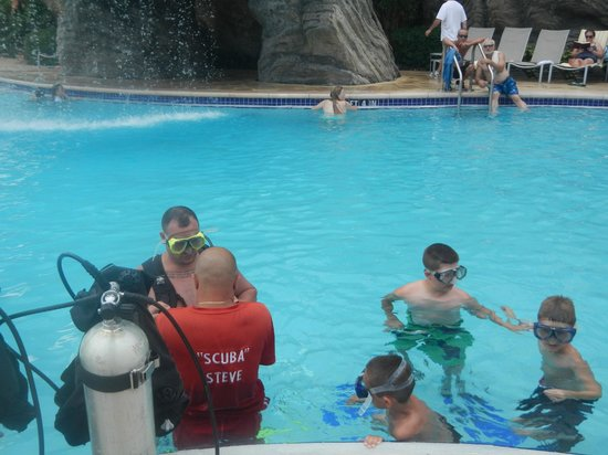 Hilton Grand Vacations at SeaWorld: Scuba Steve setting everyone up