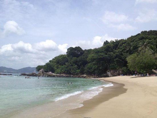 The Artist House: Paradise beach to the south, 20 min drive from the hotel (entrance fee of 150 Bath with chairs)