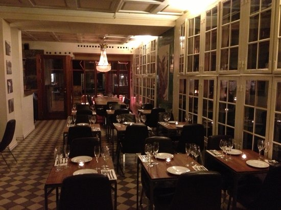 Les Trois Cochons: the main dining room - casual yet classy