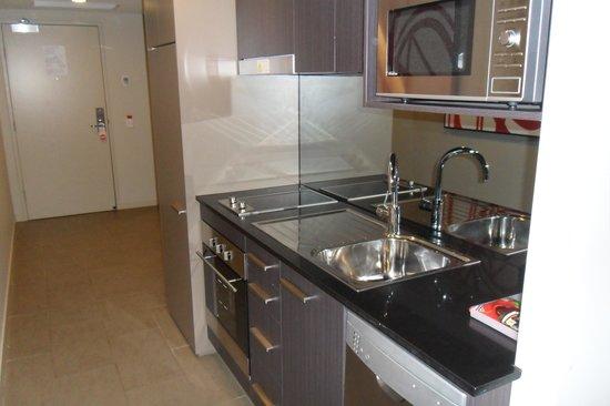 Adina Apartment Hotel Norwest: Full Kitchen