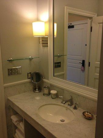 Royal Park Hotel: Vanity